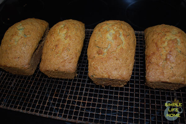 Cooling bread
