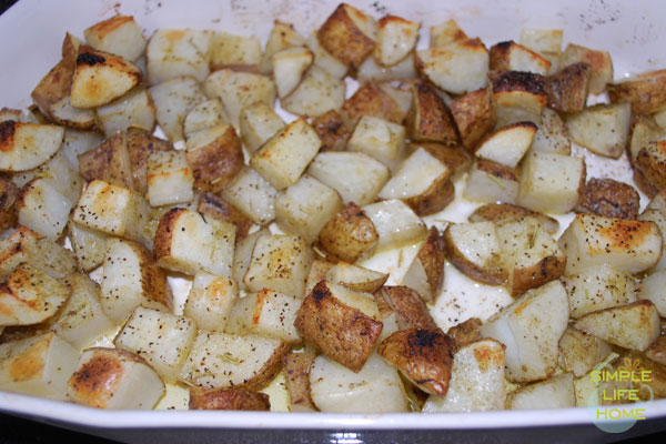 roasted potatoes with rosemary and onions